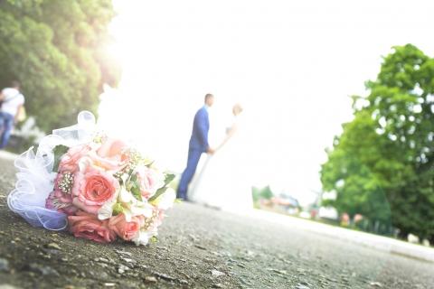 コロナ禍ではこじんまりと家族婚が最良?