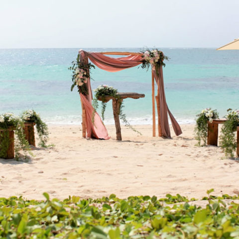少人数結婚式,家族婚,会食ウェディング,沖縄,ハート岩ビーチ